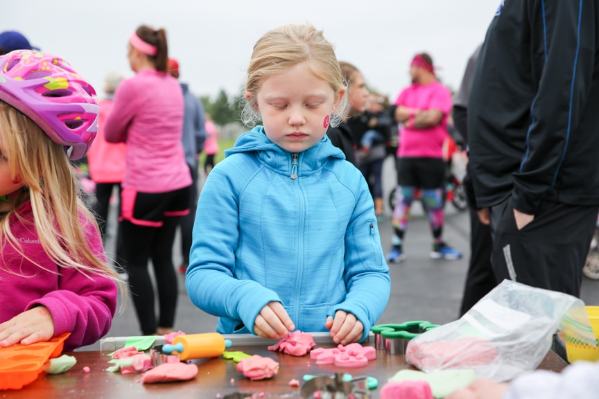 young girl playing games at moraine park pink pumpkin race