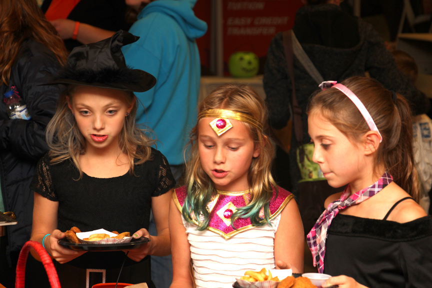 west-bend-childrens-halloween-party-2016-web-123