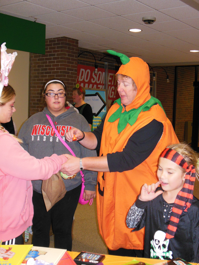 west-bend-childrens-halloween-party-2016-web-161