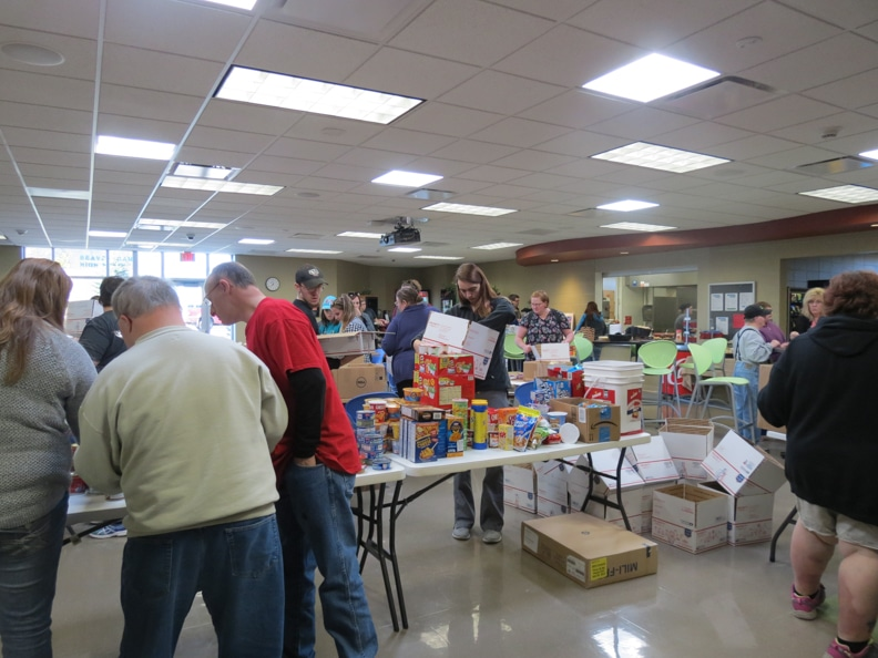 christmas-in-a-shoebox being filled by volunteers