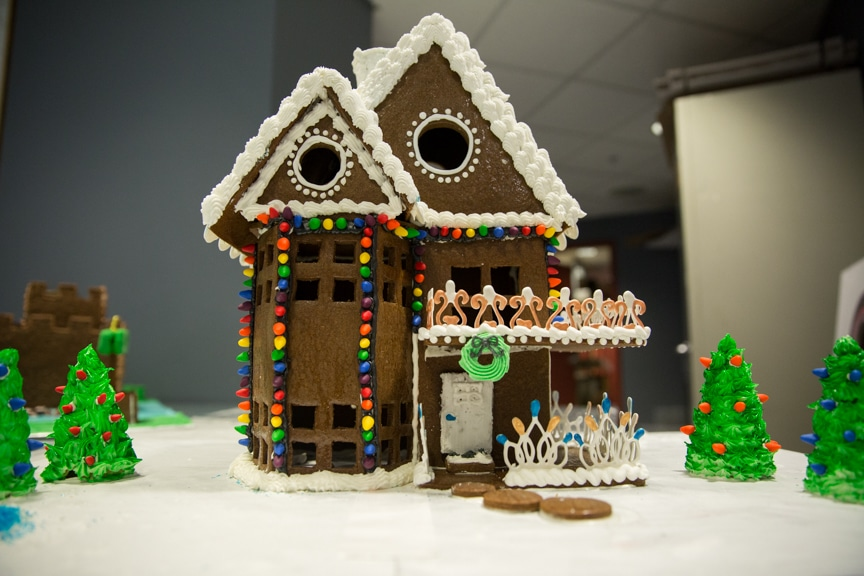 culinary-gingerbread-houses-december-2016-web-11