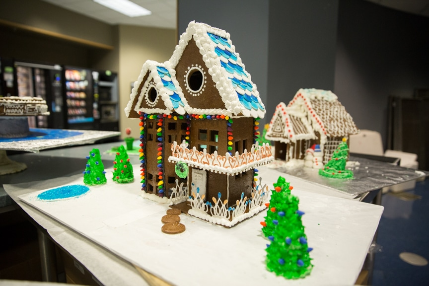 culinary-gingerbread-houses-december-2016-web-12