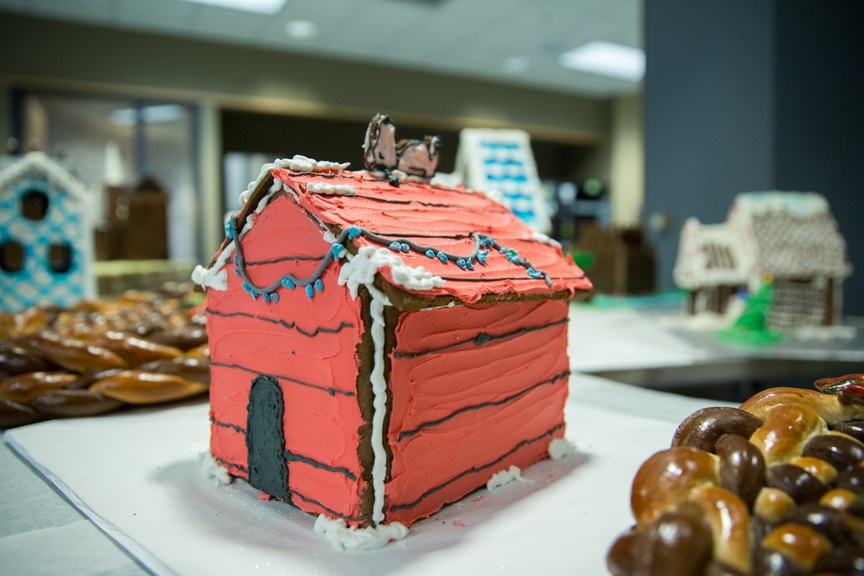 culinary-gingerbread-houses-december-2016-web-3