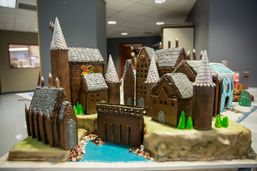 culinary-gingerbread-houses-december-2016-web-4