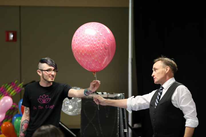 john cassidy gives balloon to moraine park student