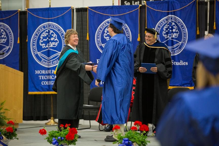 President Bonnie Baerwald shakes graduate hand