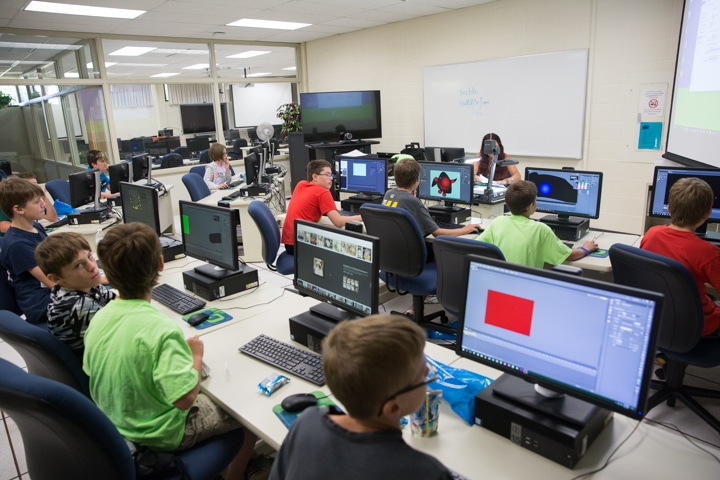 Students work in computer lab at Moraine Park Tech Knowledge College