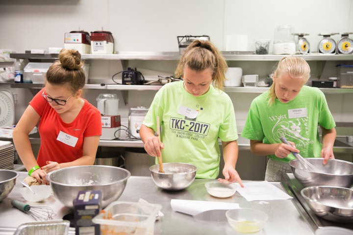 Girls work together in kitchen at Moraine Park TKC event