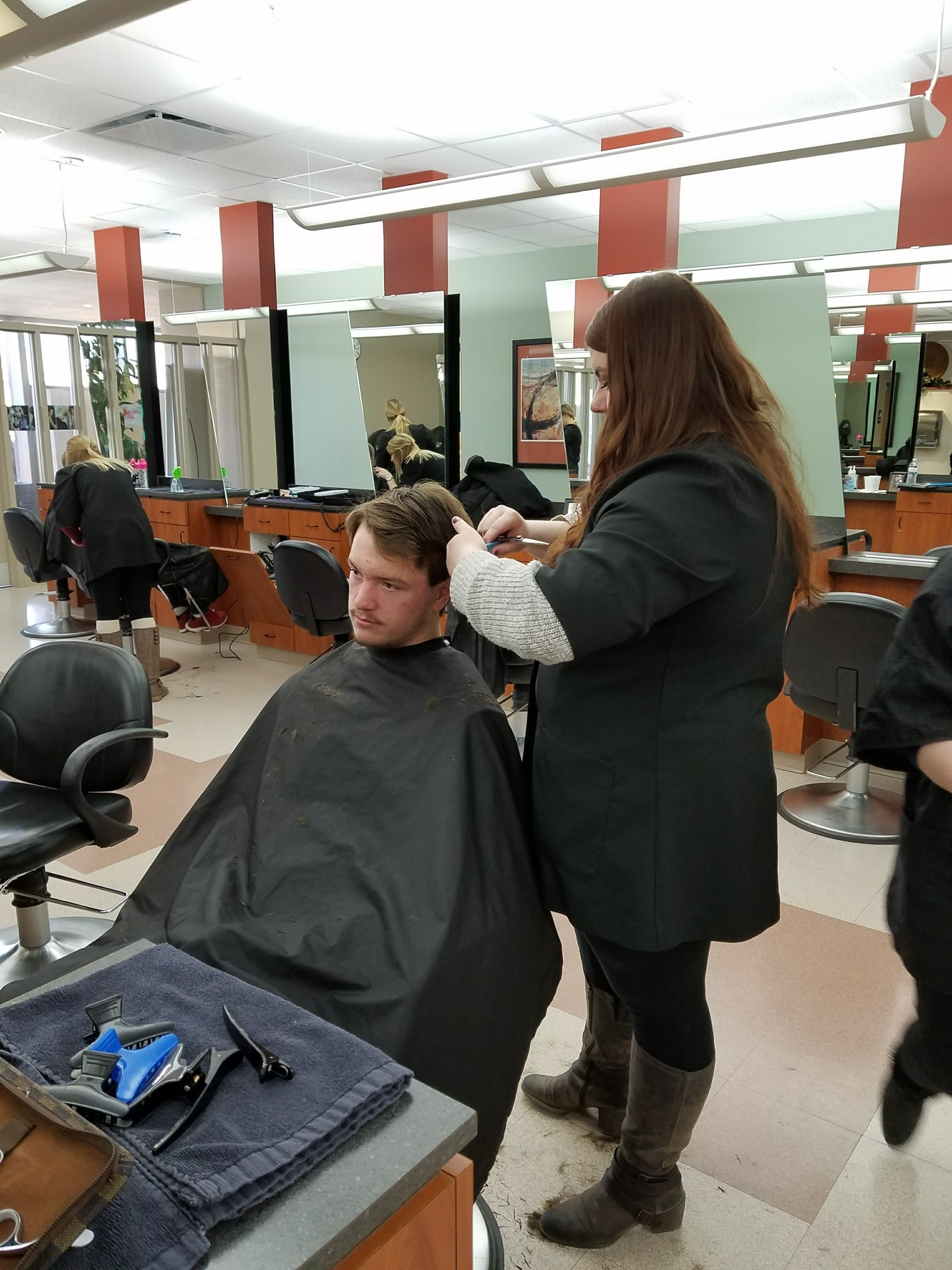 Cosmo student performing haircut on client