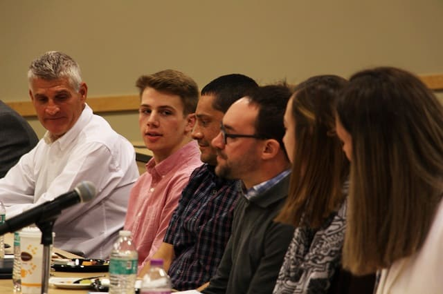 Students at legislative breakfast.