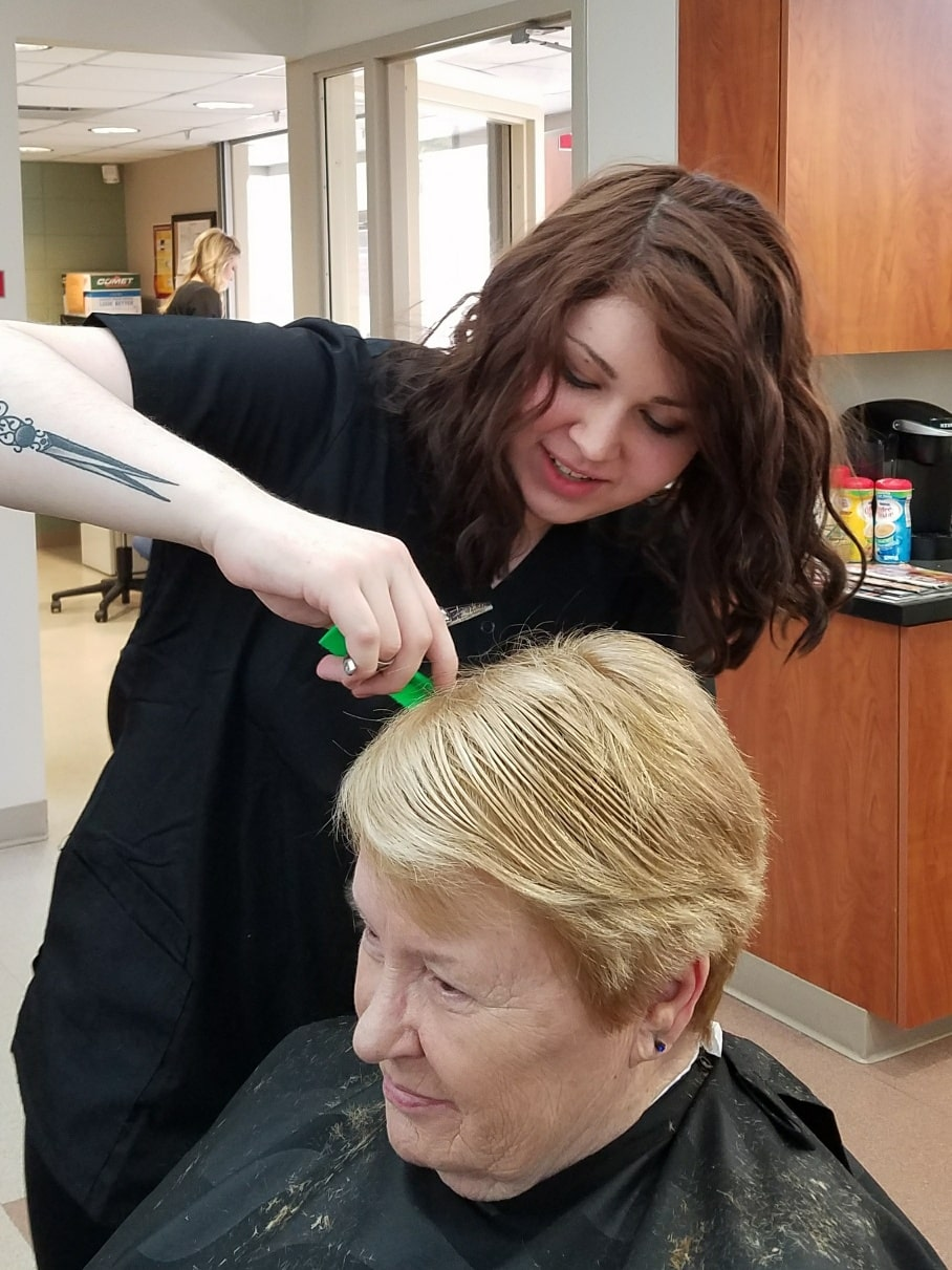 Cosmo student cutting client hair