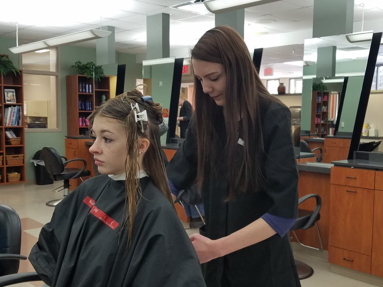 Cosmo student cutting clients hair